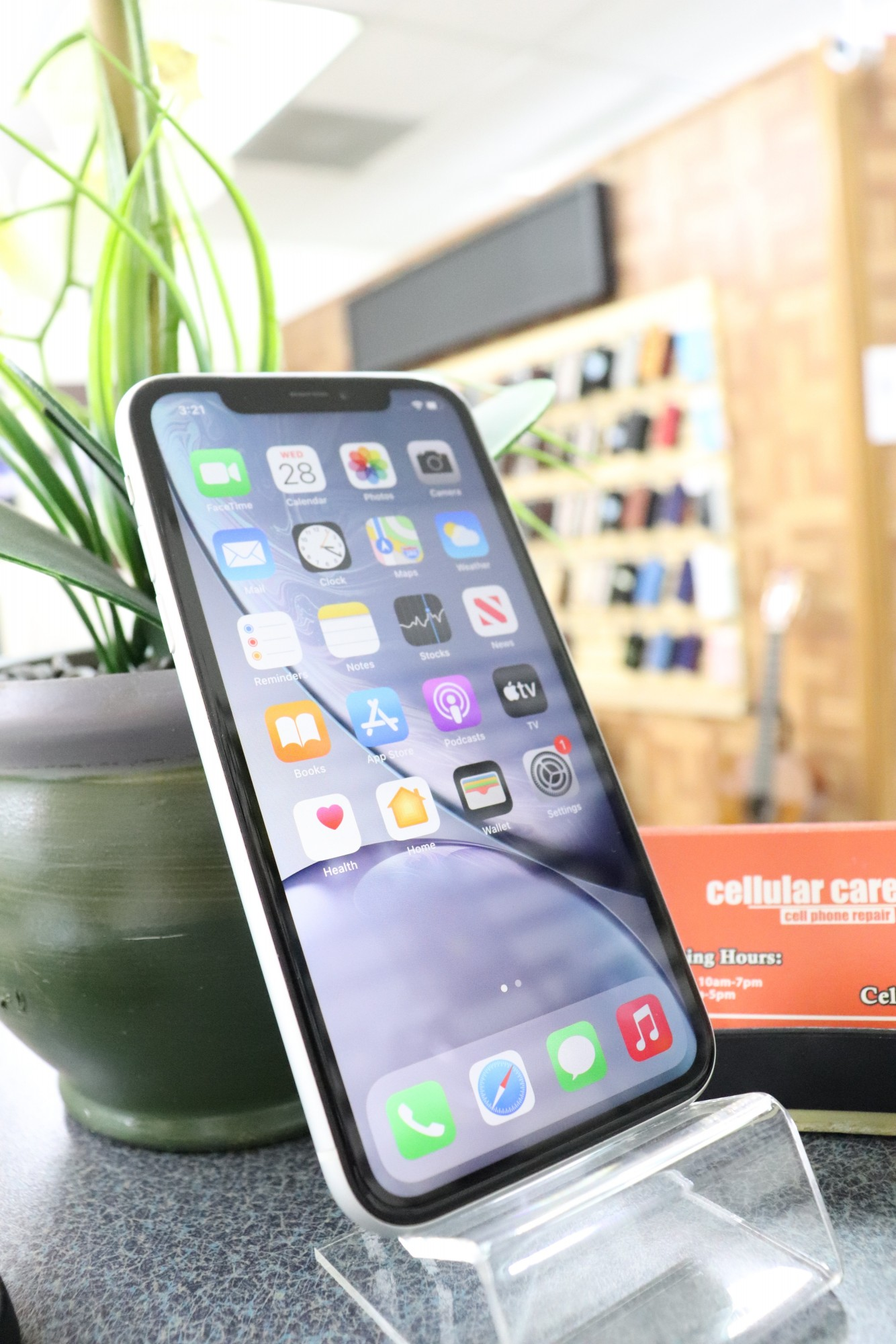 1652 – iPhone XR 64GB White Unlocked $320 – Store Pick Up Address: Cellular Care 300 N Coit Rd #157 Richardson TX, 75080 Mon-Sat: 11Am to 7Pm Sun: 12 to 5Pm *About this item: -Condition: 8.